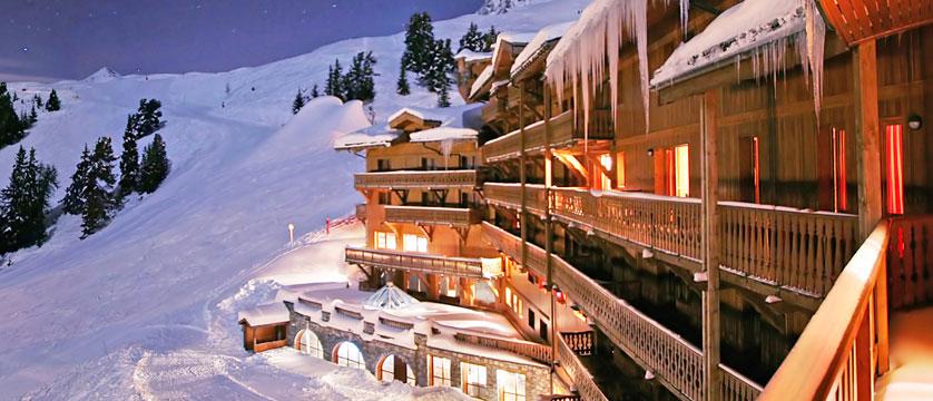 France_La-Plagne_Hotel-Des-Balcons-Belle-Plagne_Exterior-balconies-snow.jpg